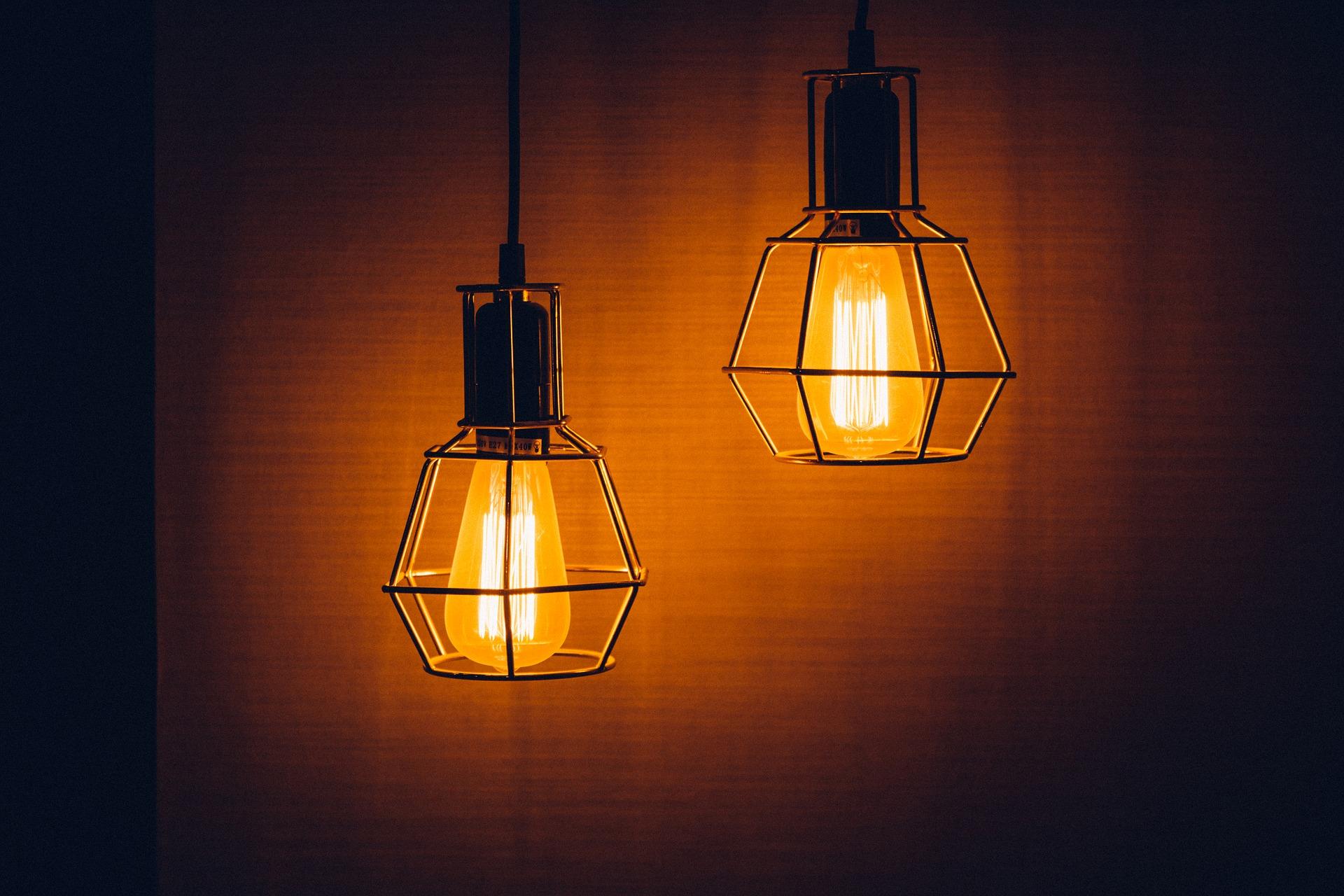 vintage hanging lightbulbs