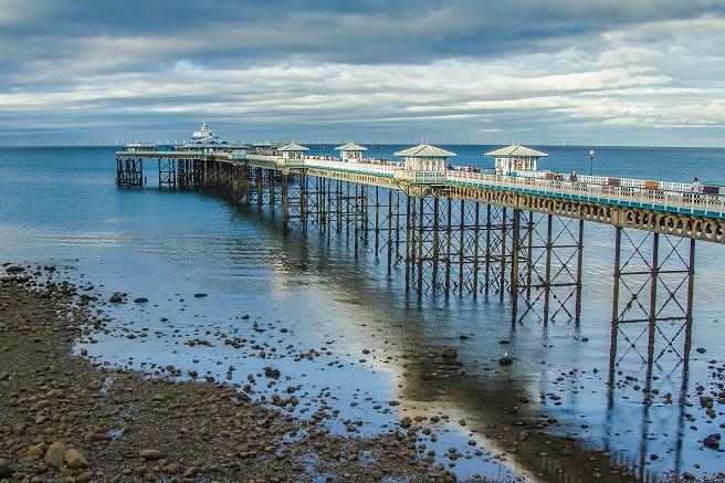 llandudno pier holiday inspiration uk