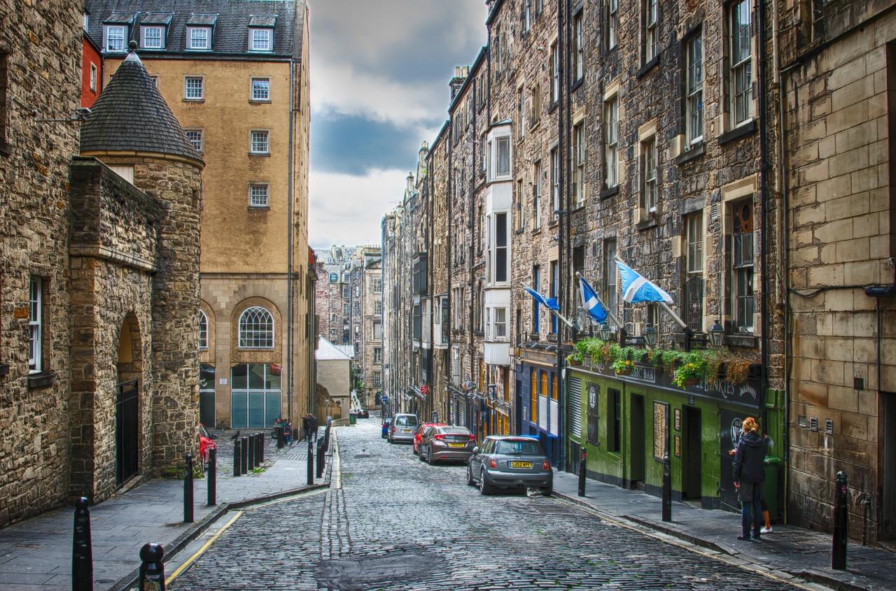 Edinburgh city back street